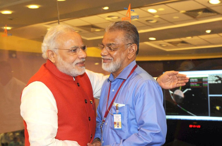 Prime-Minister-Shri-Narendra-Modi-congratulating-the-ISRO-Chairman-Dr.-K-Radhakrishnan-after-successful-Insertion-of-Mars-Orbiter-Mission